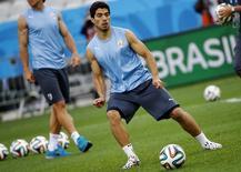 Jogador uruguaio Luis Suárez durante treinamento em São Paulo. 18/6/2014 REUTERS/Damir Sagolj