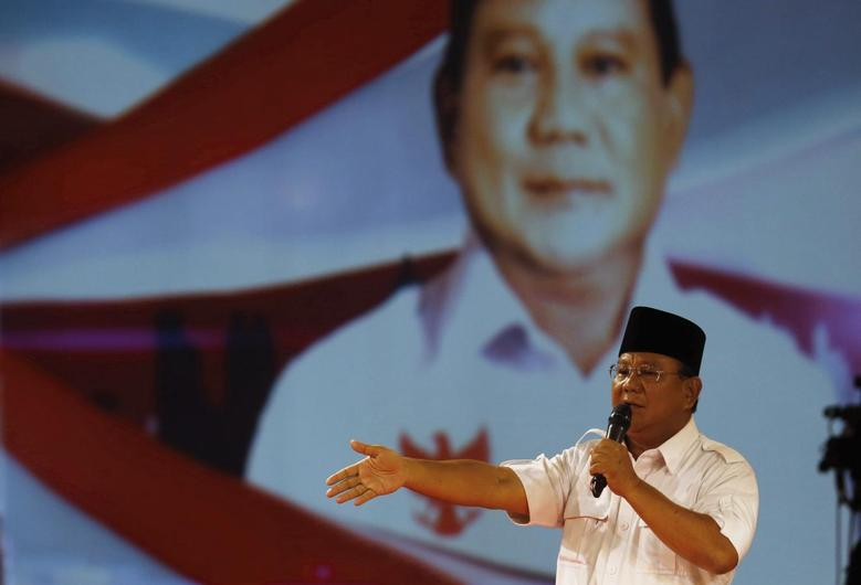 Indonesia's presidential candidate Prabowo Subianto speaks during a televised debate with his opponent Joko Widodo in Jakarta June 15, 2014. REUTERS/Beawiharta