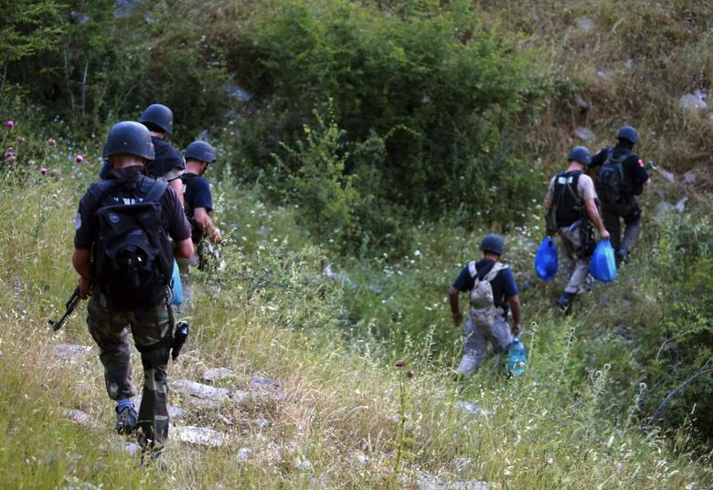 Members of the Albanian special police force climb a mountain near the village of Lazarat, June 16, 2014.  REUTERS/Arben Celi