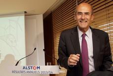 """Presidente y Jefe Ejecutivo de Alstom, Patrick Kron, entrega los resultados anuales de la compañía en una presentación en la casa matriz en Levallois-Perret, 7 de mayo de 2014. El presidente ejecutivo de Alstom, Patrick Kron, dijo en una conferencia con inversores que la alemana Siemens puede """"soñar"""" con intercambiar activos con el grupo francés de ingeniería, pero que la decisión corresponde a los accionistas.  REUTERS/Philippe Wojazer"""