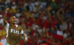 Jogador do Chile Arturo Vidal celebra vitória de sua seleção sobre a Espanha, no Maracanã, Rio de Janeiro. 18/6/2014 REUTERS/Pilar Olivares