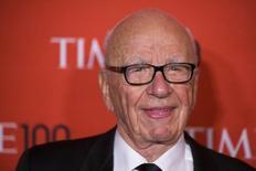 Rupert Murdoch llega a la celebración de la gala 100 de la revista Time, nombrado una de las 100 personas más influentes en el mundo el año pasado, en Nueva York, 29 de abril de 2014.  El magnate de medios Rupert Murdoch instó a legisladores estadounidenses a abordar una trascendental reforma migratoria, y dijo que eliminar las cuotas a visas especiales y promocionar formas de acceder a la ciudadanía fortalecerían el crecimiento y la innovación en el país. REUTERS/Lucas Jackson