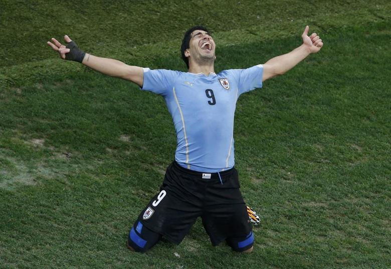 Uruguay's Luis Suarez celebrates scoring his team's second goal against England during their 2014 World Cup Group D soccer match at the Corinthians arena in Sao Paulo June 19, 2014.  REUTERS/Paulo Whitaker