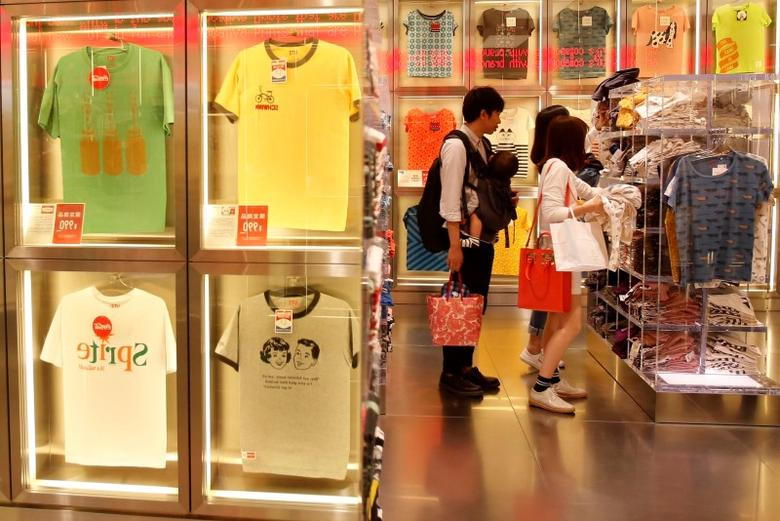 Shoppers look at t-shirts in a clothing retail store at Ginza shopping district in Tokyo April 25, 2014. REUTERS/Yuya Shino