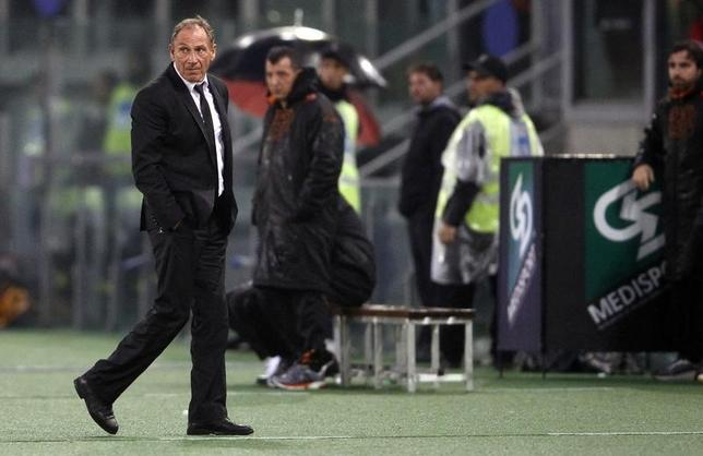 AS Roma's coach Zdenek Zeman (L) looks during their Serie A soccer match against Lazio at the Olympic stadium in Rome November 11, 2012.  REUTERS/Alessandro Bianchi