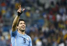 Jogador uruguaio Luis Suárez acena aos torcedores após vitória sobre a Inglaterra no segundo jogo pelo Grupo B do Mundial, em São Paulo. 19/06/2014.   REUTERS/Tony Gentile