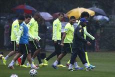 Jogadores do Brasil treinam em Teresópolis na quinta-feira.   REUTERS/Stringer/Brazil/Marcelo Regua