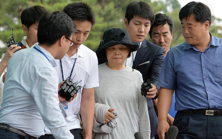 Kwon Yoon-ja (C), 72, who is the wife of Yoo Byung-un arrives at Incheon District Prosecutors' Office in Incheon June 21, 2014. REUTERS/Son Hyung-ju