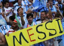 Torcedores da Argentina comemoram vitória sobre o Irã em Belo Horizonte. 21/06/2014. REUTERS/Kai Pfaffenbach