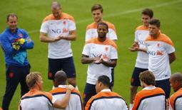 Jogadores da seleção da Holanda treinam no Rio de Janeiro. 20/06/2014. REUTERS/Ricardo Moraes