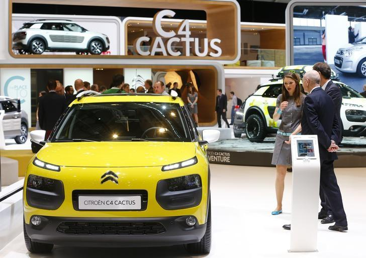 Visitors chat next to a Citroen C4 Cactus car during the media day ahead of the 84th Geneva Motor Show at the Palexpo Arena in Geneva March 5, 2014.         REUTERS/Arnd Wiegmann