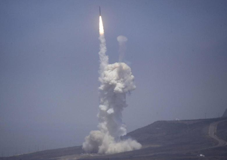 A flight test of the exercising elements of the Ground-Based Midcourse Defense (GMD) system is launched by the 30th Space Wing and the U.S. Missile Defense Agency at the Vandenberg AFB, California June 22, 2014. REUTERS/Gene Blevins