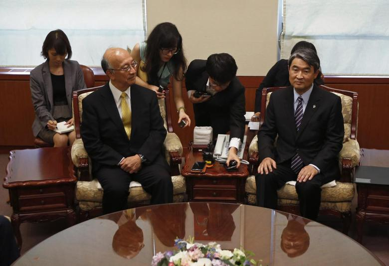 South Korea's Vice Foreign Minister Cho Tae-yong (R) and Japanese Ambassador to South Korea Koro Bessho (L) take their seats before their meeting, after Cho summoned Bessho to deliver a message of protest over the review of the Kono Statement, at the foreign ministry in Seoul June 23, 2014. REUTERS/Kim Hong-Ji