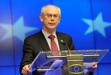 """Le président du Conseil européen Herman Van Rompuy. Le projet de document qu'il élabore en consultation avec l'Italie pour le sommet de jeudi et vendredi prône des trajectoires de consolidation budgétaire """"différenciées"""" qui mettent davantage l'accent sur la croissance dans le cadre du Pacte de stabilité. /Photo prise le 21 mars 2014/REUTERS/Laurent Dubrule"""