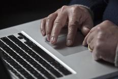 """Un an après son lancement par 18 hôteliers nantais, le """"fairbooking"""" (""""réservation équitable"""") gagne du terrain en France en captant 10 % du parc français, alors que les professionnels cherchent à s'affranchir des commissions exigées par les centrales de réservations en ligne comme Booking.com. /Photo d'archives/ REUTERS/John Adkisson"""
