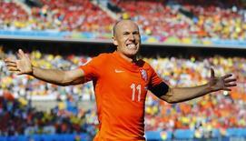 Jogador holandês Arjen Robben durante vitória sobre o Chile, na Area Corinthians, em São Paulo. A Holanda se classificou com três vitórias para a próxima fase da Copa. REUTERS/Ivan Alvarado
