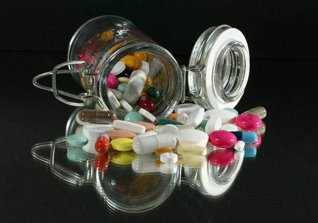 Medical illustration :   Pills of all kinds, shapes and colours, March 2003. REUTERS/Jacky Naegelen/Files