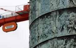L'accord conclu dimanche entre Bouygues et l'Etat  va permettre au groupe de BTP de régler à terme l'inconnue Alstom et de se concentrer sur son autre défi, l'avenir de sa division télécoms. /Photo prise le 20 mai 2014/REUTERS/Jacky Naegelen