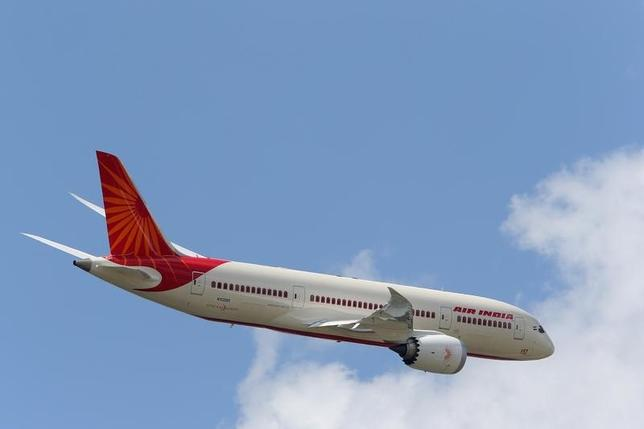 An Air India Airlines Boeing 787 dreamliner takes part in a flying display during the 50th Paris Air Show at the Le Bourget airport near Paris, June 14, 2013.  REUTERS/Pascal Rossignol/Files
