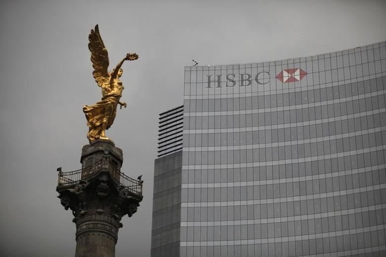 The Angel of Independence monument stands in front of British bank HSBC's headquarters in Mexico City July 17, 2012. REUTERS/Tomas Bravo