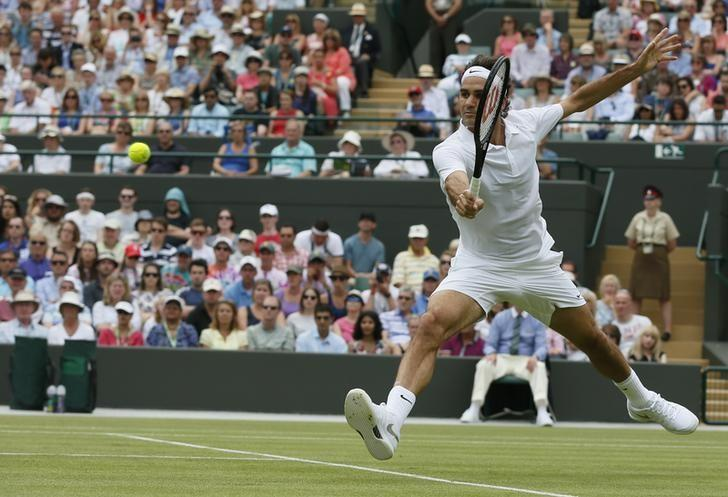 Roger Federer of Switzerland hits a return to Paolo Lorenzi of Italy during their men's singles tennis match at the Wimbledon Tennis Championships, in London June 24, 2014.          REUTERS/Stefan Wermuth