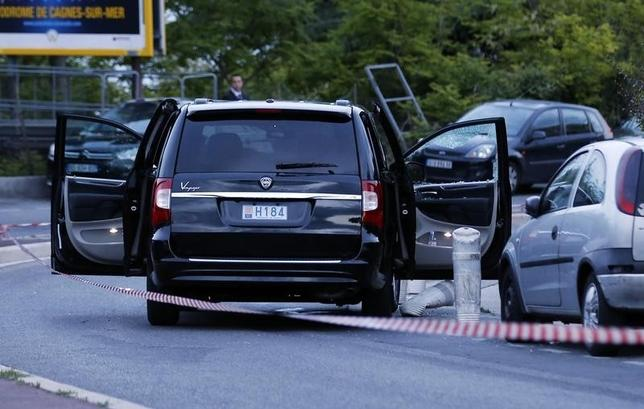 The car where at least two people were shot is seen outside the Archet hospital in Nice May 6, 2014. REUTERS/Eric Gaillard