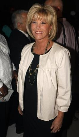 Television personality Joan Lunden attends the Badgley Mischka Spring 2009 collection at New York Fashion Week September 12, 2008. REUTERS/Joshua Lott (UNITED STATES) - RTR21TSV