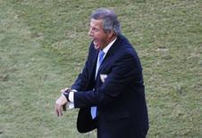 Técnico da seleção do Uruguai, Oscar Tabárez, durante partida contra Itália, na Arena das Dunas, em Natal. 24/6/2014 REUTERS/Carlos Barria