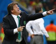 Técnico do México, Miguel Herrera, durante partida contra Croácia, na Arena Pernambuco, em Recife. 23/6/2014 REUTERS/Paul Hanna