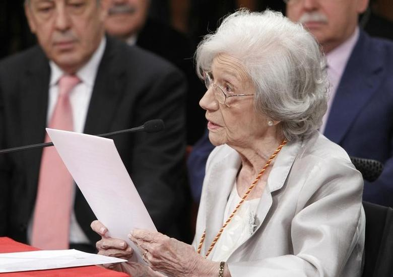 Spanish author Ana Maria Matute delivers her speech during a ceremony where she received the ''Premio Cervantes'' Literature Award at the University of Alcala de Henares, near Madrid, April 27, 2011. REUTERS/Angel Diaz/Pool