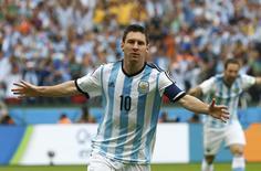 Jogador da argentina Lionel Messi celebra gol em partida contra Nigéria no Estádio Beira Rio, em Porto Alegre. 25/6/2014 REUTERS/Darren Staples