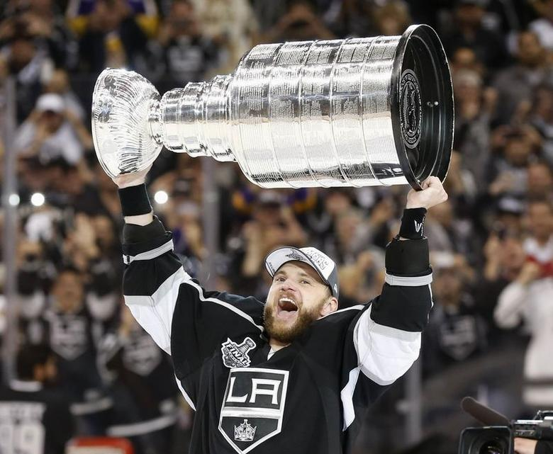 Los Angeles Kings' Marian Gaborik celebrates with the Stanley Cup after the Kings' defeated the New York Rangers in Game 5 of their NHL Stanley Cup Finals hockey series in Los Angeles, California, June 13, 2014. REUTERS/Lucy Nicholson