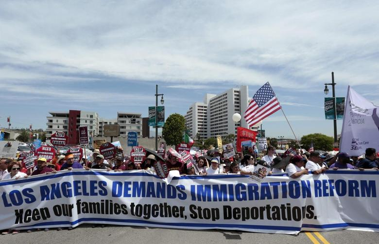 People carry a large banner calling for immigration reform during a May Day demonstration in Los Angeles, California in this May 1, 2014 file photo. REUTERS/Jonathan Alcorn