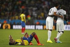 Equatoriano Minda lamenta enquanto franceses comemoram após empate. REUTERS/Sergio Moraes