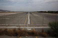 A runway is seen at the former Athens International airport of Hellenikon June 17, 2014.     REUTERS/Yorgos Karahalis