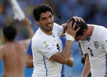 Luis Suárez, da seleção do Uruguai, comemorado gol marcado pela equipe contra a Itália em Natal. 24/06/2014. REUTERS/Toru Hanai