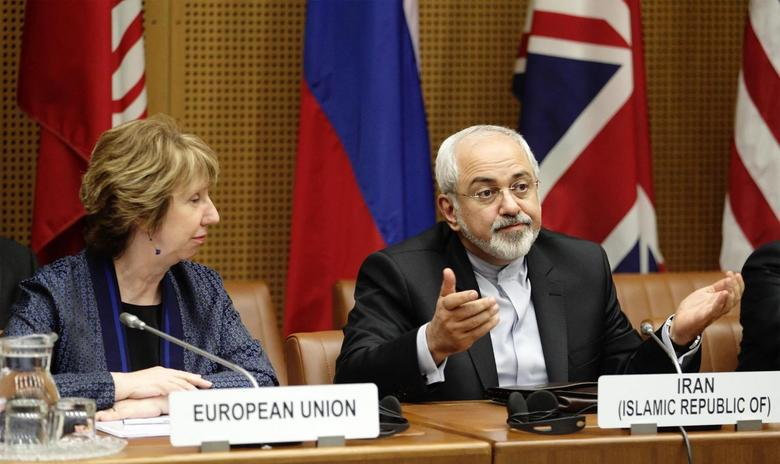 European Union Foreign Policy Chief Catherine Ashton (L) and Iranian Foreign Minister Mohammad Javad Zarif wait for the begin of talks in Vienna June 17, 2014.   REUTERS/Heinz-Peter Bader