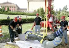 "Workers prepare to lift the ""Rocky"" statue to place it near the Philadelphia Museum of Art in Philadelphia, Pennsylvania, September 7, 2006. REUTERS/Tim Shaffer"