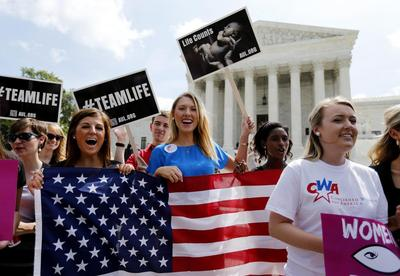 U.S. high court curbs state limits on abortion clinic...