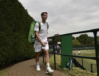 Andy Murray of Britain leaves after a training session at the Wimbledon Tennis Championships, in London June 26, 2014.            REUTERS/Toby Melville