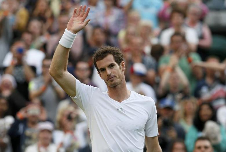 Andy Murray of Britain celebrates after defeating Roberto Bautista Agut of Spain during their men's singles tennis match on Centre Court at the Wimbledon Tennis Championships in London June 27, 2014.     REUTERS/Stefan Wermuth