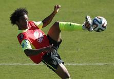 Marcelo durante treino da seleção brasileira em Belo Horizonte. 27/06/2014 REUTERS/Toru Hanai