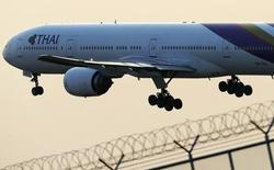 A Thai Airways plane takes off from Bangkok's Suvarnabhumi Airport February 26, 2014.. REUTERS/Athit Perawongmetha