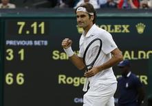 Roger Federer of Switzerland reacts after defeating Santiago Giraldo of Colombia during their men's singles tennis match at the Wimbledon Tennis Championships, in London June 28, 2014.                   REUTERS/Suzanne Plunkett