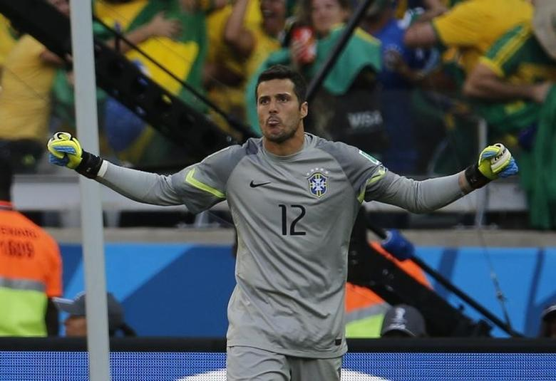 Brazil's goalkeeper Julio Cesar celebrates after the penalty shootout at the 2014 World Cup round of 16 game between Brazil and Chile at the Mineirao stadium in Belo Horizonte June 28, 2014.  REUTERS/Sergio Perez