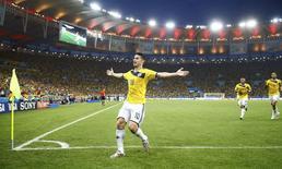 Colombiano James Rodríguez comemora gol contra o Chile. 28/06/2014 REUTERS/Kai Pfaffenbach