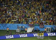 Jogadores da Colômbia comemoram segundo gol contra o Uruguai no Maracanã, Rio de Janeiro. 28/6/2014. REUTERS/Felipe Dana/Pool