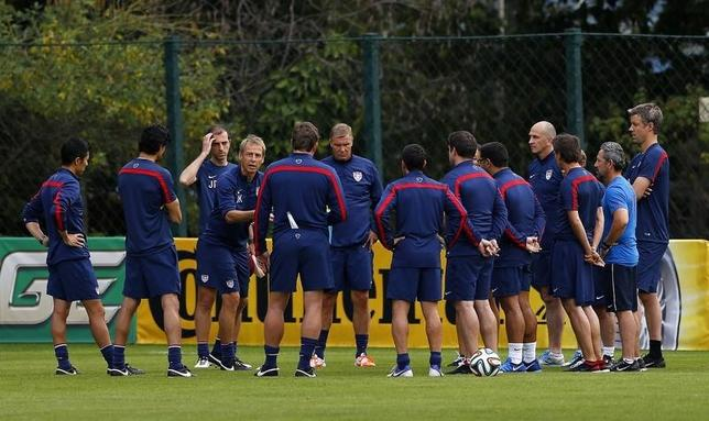 U.S. national soccer team coach Juergen Klinsmann (4th L) talks to his team during a training session at the team's training center in Sao Paulo, June 28, 2014.  REUTERS/Ivan Alvarado