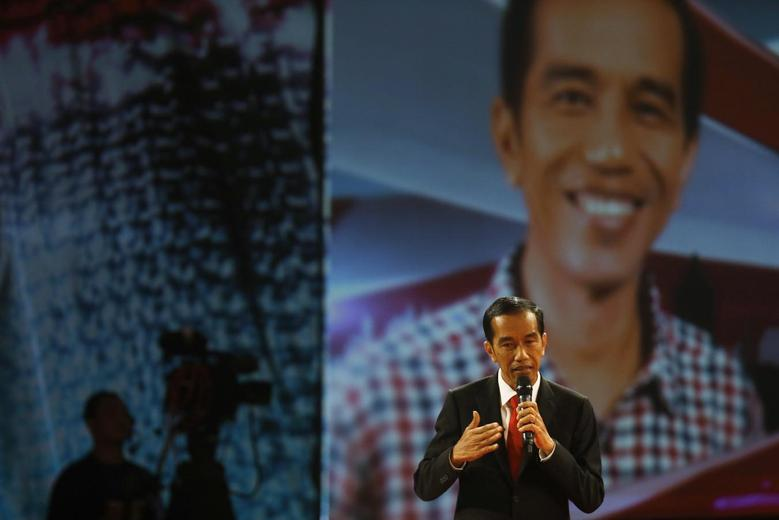 Indonesia's presidential candidate Joko Widodo speaks during a televised debate with his opponent Prabowo Subianto in Jakarta June 15, 2014.REUTERS/Beawiharta
