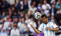 Sergio Aguero participa de amistoso contra a Eslovênia em Buenos Aires. 7/6/ 2014.   REUTERS/Marcos Brindicci